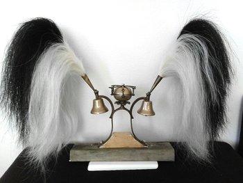Pluimen van paardenhaar. Prijs €150,00 per stuk.